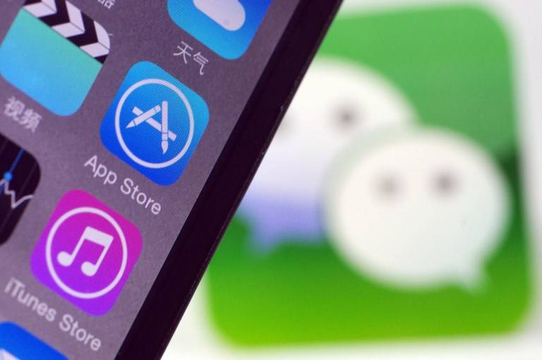 A Chinese mobile phone user shows the icons of App Store and other mobile apps on his iPhone smartphone in Ji'nan city, east China's Shandong province, 29 August 2017.  Domestic Internet giant Tencent Holdings on Tuesday (29 August 2017) linked the WeChat payment function to its App Store, the company said in a statement sent to the Global Times. The cooperation followed a move by Tencent's U.S. counterpart Apple Inc to block WeChat's cash rewards feature on the iOS platform in April. Users in the Chinese mainland can choose to link to and use WeChat payments in the App Store or Apple Music before they make a purchase, the statement said. The payment tool now supports users with iOS 10.3 platforms or the latest version.
