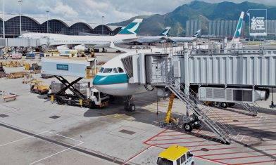 國泰業績後撈貨機會、逃生門同時出現 純利跌3成都跑贏環球航空公司?