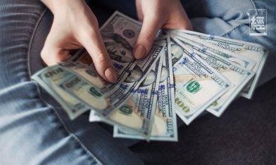 手揸現金先係最蝕!隨時中產變窮人 愈遲投資風險愈大|龔成