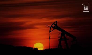 油價首次出現負值 石油及航空板塊表現受壓 專家:來年油價將持續低迷