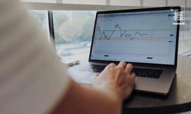 股市何時見底無確定走勢 槓桿買股風險不對稱 容易輸身家|潘家榮
