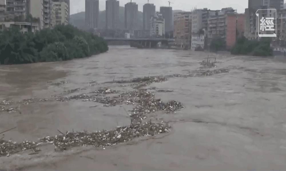 重慶現80年來最大洪水 4萬人緊急疏散 專家再強調三峽大壩難抵今次洪水 呼籲民眾做好逃生準備