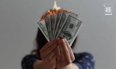 美國二萬億美元救市計劃 派錢派到比疫情前收入更高 部分派錢計劃月底到期 財務懸崖將至?