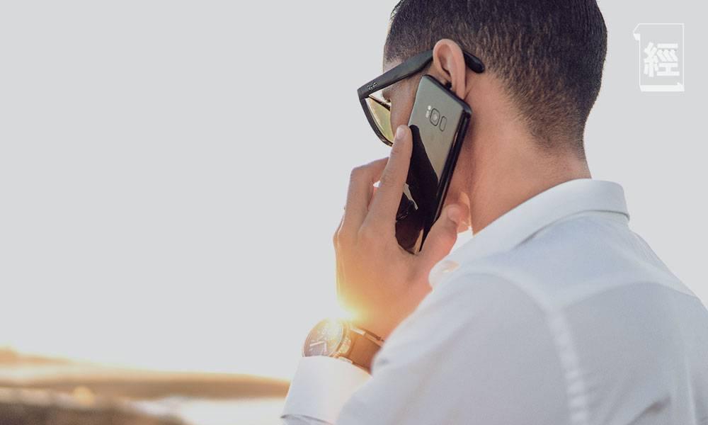 和客戶進行「與CEO對話」分享網上投保經驗|顏耀輝