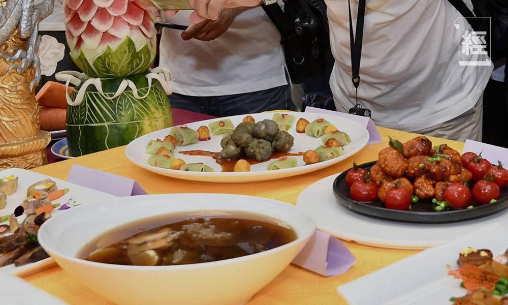 習近平促制止餐飲浪費 內地餐飲業倡「N-1點餐模式」 10人用餐只能點9人份量