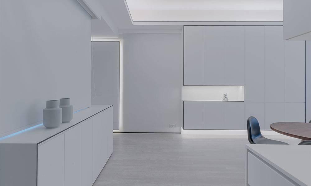 【裝修設計】以全白風格裝修1,186呎豪宅單位 靈活運用色彩搭配 改用LED的燈帶 示範「簡約不簡單」