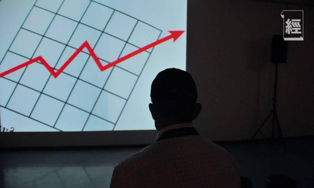 一隻追蹤港股的美股ETF 大幅跑贏盈富基金(2800)!買入3隻ETF 今年仍有望躺着贏錢