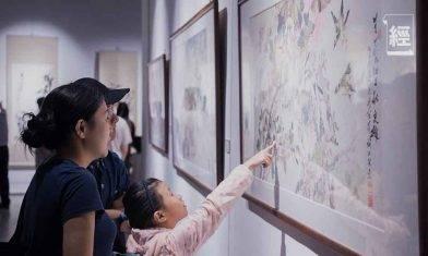 本港收藏界臥虎藏龍 小一片紅郵票價值2,000萬元 尹滿華