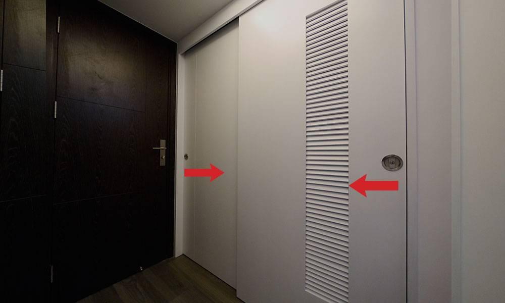 設計師活用「雙趟門」,將原來的空間一分為二,改成兩間房。