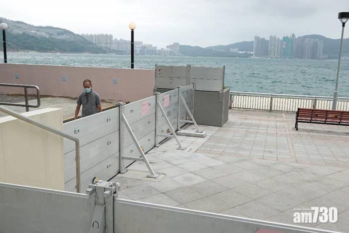 【浪卡襲港】市民稱浪卡「小兒科」  有人碼頭迎風泳灘滑浪