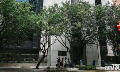 小學女生校門外遭淋橙油 兩男被告准保釋禁足沙田下月再訊