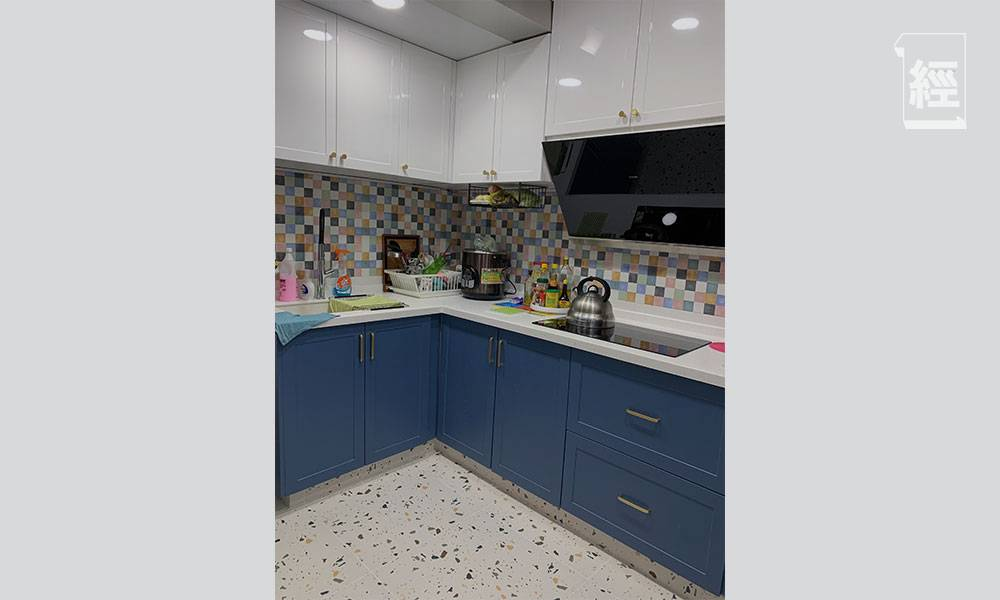 【裝修設計】770呎三房兩廳智能家居 廚房採藍白主色調 特設「拉籃」、「拉盤」加強收納