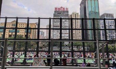 【新冠肺炎】市民到檢測中心輪候 維園球場續有外傭聚會