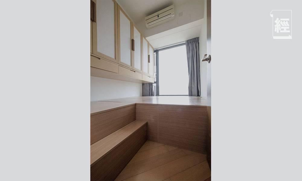 一家三口連工人住938呎和風單位 主人房設地台變三邊落床 示範如何為小朋友打造安全家居