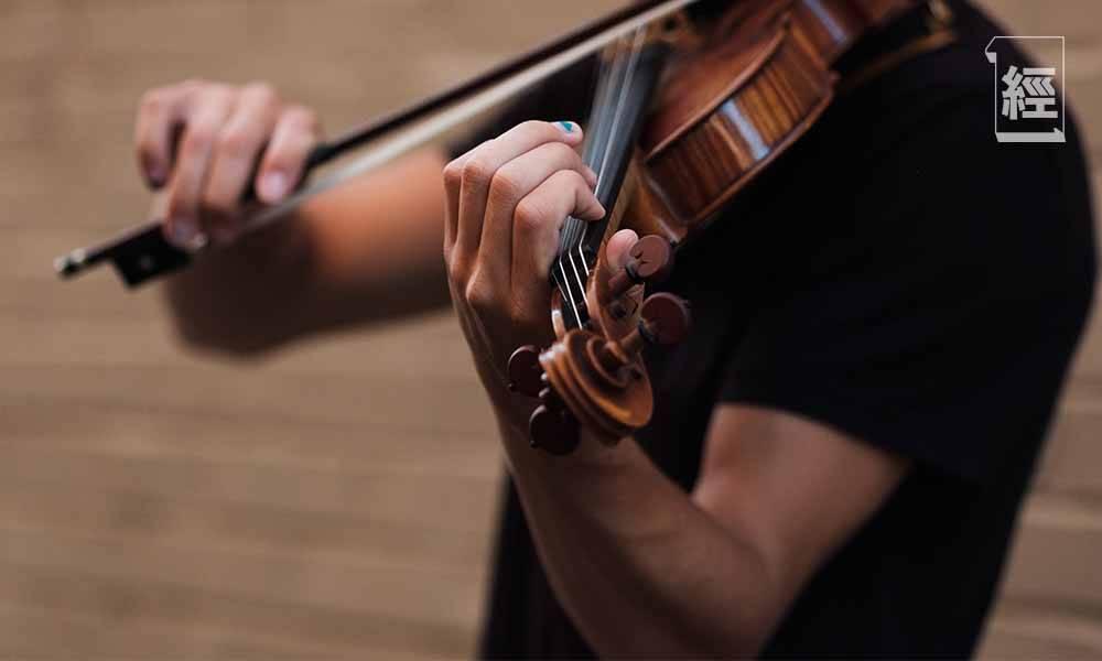 【市場心理學】世界級演奏家用2,700萬小提琴演奏 在地鐵站內卻只值250元