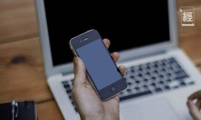智能手機老花 低頭族容易中招 10秒即check有沒有病徵!