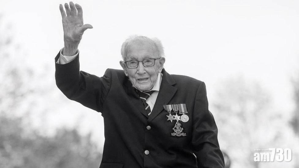 新冠肺炎 英國繞花園行籌款百歲老兵離世  英女王慰問其家人
