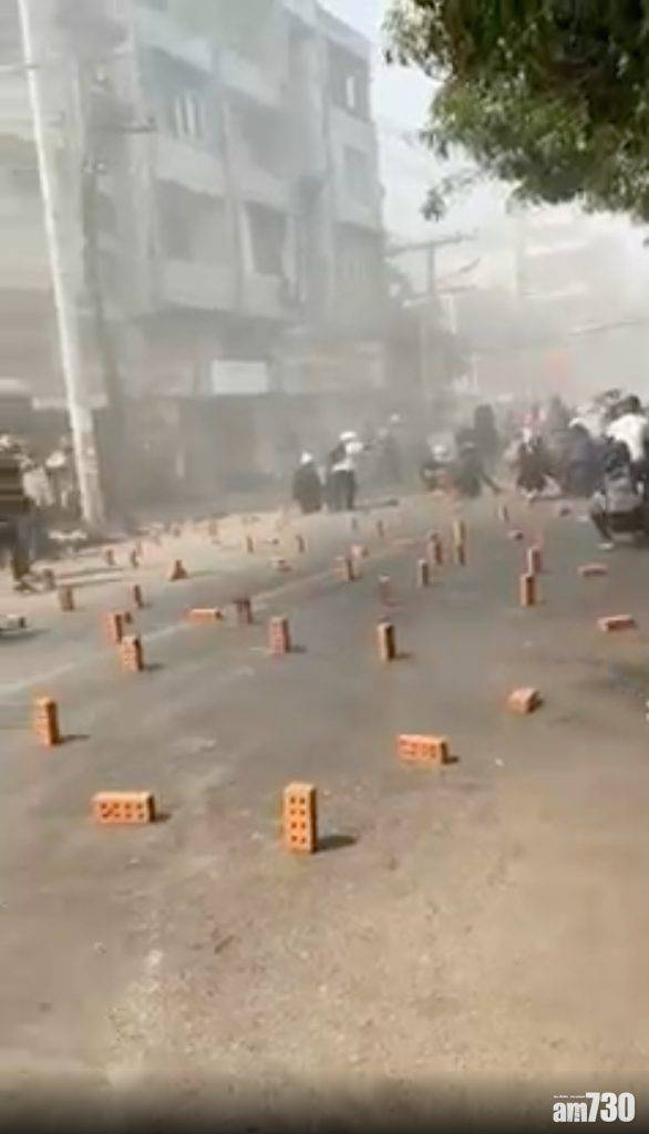 緬甸政變|多地再有示威者上街 仰光軍警通宵搜捕反對派