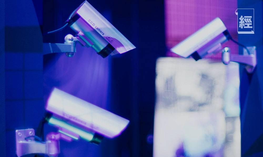 公司裝滿CCTV 打工仔呻離開座位電話即響 網民:你喺監獄嗰度做嘢?
