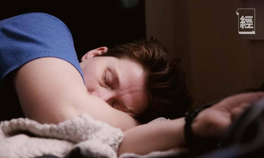 Elon Musk提倡每日只瞓6小時 其他知名CEO每日瞓幾耐?睡眠不足是否真的影響工作效率?