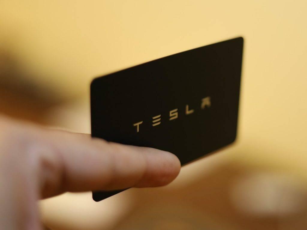 Tesla冇得翻身?自己人都做大淡朋友 高管離職半個月狂沽持股 套現20幾億