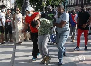 古巴示威|罕見數千人上街  抗議糧食短缺物價高漲抗疫不力