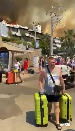 土耳其山火 被困男子與友人駕車在火海尋生路 驚險萬分(有片)