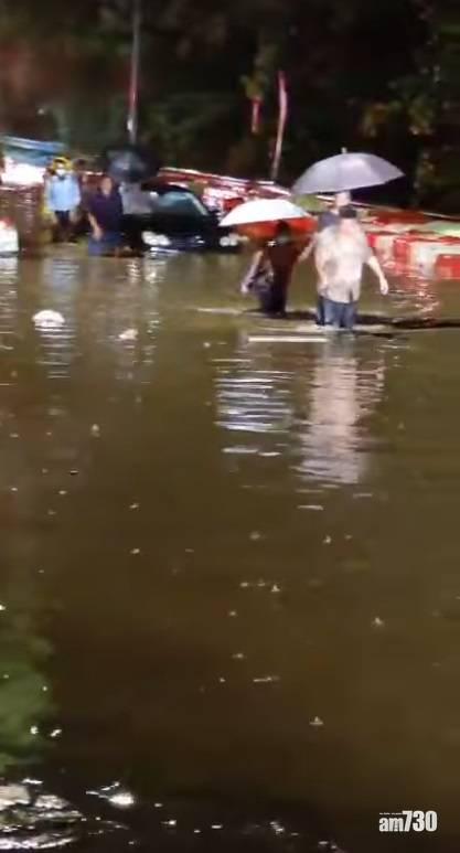 天氣|新界北部水浸報告 文錦渡水深及膝