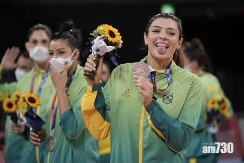 東京奧運|奪金巴西足球隊頒獎穿Nike  無穿中國贊助商匹克隊服遭抨擊
