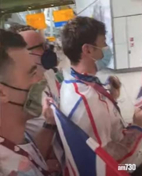 東京奧運|戴利獲英雄式接機  除下奧運金牌與粉絲分享喜悅(有片)