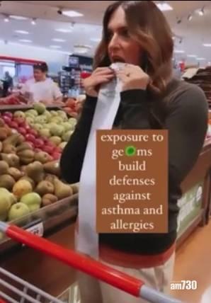 新冠肺炎 超市舔手推車食物袋  美反疫苗婦:細菌加強免疫系統