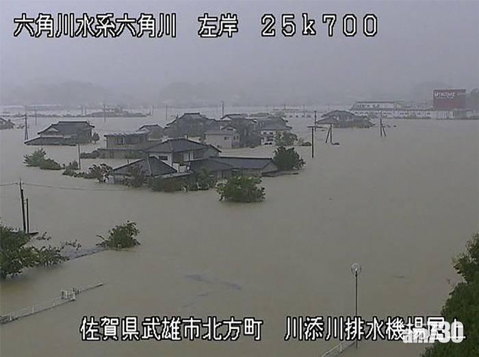 日本多地暴雨成災 至少1死80萬戶需疏散 (多圖)
