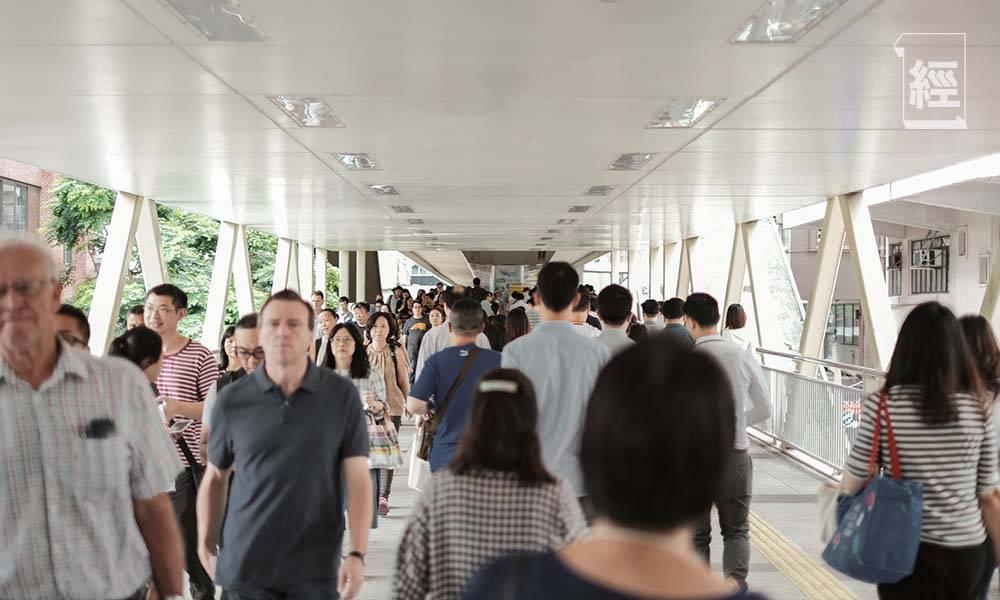 即睇你有冇入錯行!香港最高薪行業唔係金融、地產 過左呢個歲數人工開始走下坡
