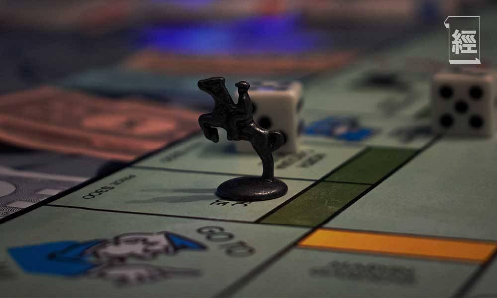 參考過往經驗,銀行甚少單單因為樓價下行預期而收緊按揭。箇中「穩定器」是估價機制,跌市時估價會自然向下調節。(圖片來源:Unsplash)